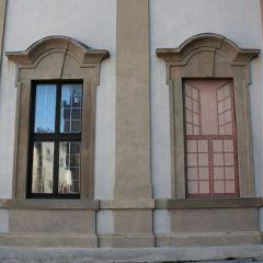 reflection illusion window streetphotography street